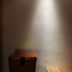 石/錆び石/アメリカンブラックチェリー/フローリング/左官/漆喰/... 玄関ドアを開けると、錆石と漆喰、アメリカ…