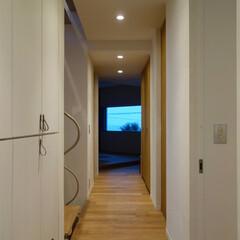海/軸線/眺め/景色/廊下/動線/... ripple house 洗面室から和室…