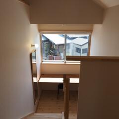 勉強部屋/不要/スタディーコーナー/階段 家族共有のスタディーコーナーを、階段途中…