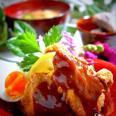 里芋煮っ転がし/お味噌汁/ヒレカツ/フォロー大歓迎 今夜の夕飯です^ ^  今夜は私のストレ…