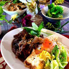 ブロッコリーナムル/キノコのポン酢和え/おうちごはん/夜ご飯/献立/肉豆腐/... 今夜の夕飯です😊  今夜は肉どうふです。…