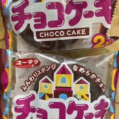 チープで美味しい/駄菓子/チョコケーキ/フォロー大歓迎 こんにちは^ ^  朝は寒く、日中の窓辺…