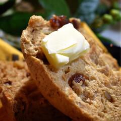 エシレバター/至福/焼き立てパン/おやつタイム 最近毎日焼くレーズンパン^ ^  好きな…