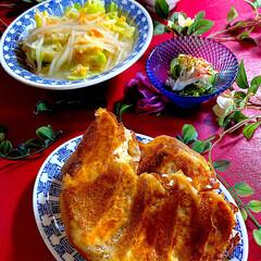 リミアな暮らし/わかめスープ/酢の物/玉子のもやし餡かけ/献立/焼き餃子 こんばんは^ ^  今日も暖かな一日😊 …