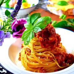 献立/夕飯/デリ風サラダ/チーズバケット/ボロネーゼ/スパゲティー こんばんは^ ^  今日の暑さは最高😵 …