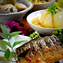 丸ごと玉ねぎのあんかけ/里芋煮っ転がし/野菜炒め/鯖塩焼き こんばんは^ ^ 今夜の夕飯です。 連休…
