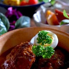 野菜サラダ/サツマイモの旨煮/煮込みハンバーグ/フォロー大歓迎 こんばんは^ ^ 今日の夕飯です。  今…(1枚目)