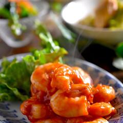 豆腐と三つ葉のスープ/小松菜胡麻和え/キャベツと鶏肉のアッサリ煮/食材整理/エビチリ こんばんは^ ^  今夜の夕飯です☘️ …