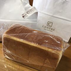 ダイニングテーブル/CENTRE角食パン/頂き物/我が家のテーブル 美味しい、焼き立てのパンを頂きました。フ…
