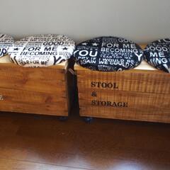 りんご箱/リメイク/チェアパッド/キャスター/ステンシル/しまむら/... りんご箱リメイクしたスツール兼収納ボック…