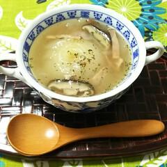 スープ/新玉葱 新玉葱の丸ごとスープ ベーコンと椎茸を少…