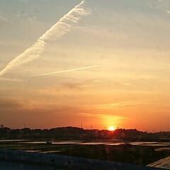 風景写真 夕陽と飛行機雲🌄✈️