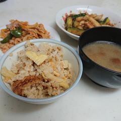 おうちご飯 今日の夕飯は、タケノコご飯、豚キムチ、大…