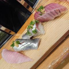 たこの唐揚げ/鴨ロース/秋刀魚の刺身/白子ポン酢/金目鯛の煮付け/大間のマグロ/... 昨夜も娘と大好きなお寿司屋さんで楽しく美…(8枚目)