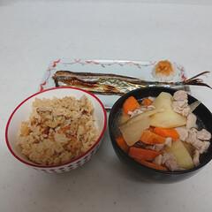 炊き込みご飯/豚汁/さんま/おうちごはん 昨夜は旬のサンマに炊き込みご飯と豚汁。カ…