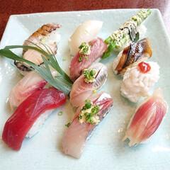 ランチサービスの茶碗蒸し/旬のお刺身/旬の握り/お出かけ/お寿司大好き 昨日のお昼はまたまた娘と豪華ランチ😋