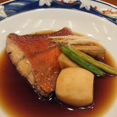 たこの唐揚げ/鴨ロース/秋刀魚の刺身/白子ポン酢/金目鯛の煮付け/大間のマグロ/... 昨夜も娘と大好きなお寿司屋さんで楽しく美…(6枚目)