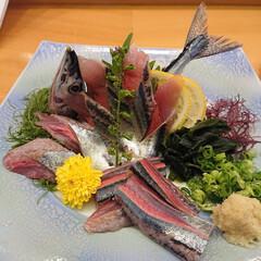 たこの唐揚げ/鴨ロース/秋刀魚の刺身/白子ポン酢/金目鯛の煮付け/大間のマグロ/... 昨夜も娘と大好きなお寿司屋さんで楽しく美…(2枚目)