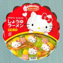 豚骨味/しょうゆ味/キティちゃんのかまぼこ/可愛い❤️/キティちゃんのラーメン/ランチ/... 昨日の昼食。 エースクックのキティちゃん…