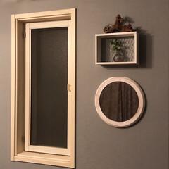 セルフペイント壁/流木/ミニ棚 丸い鏡の上に300均の棚をつけてみました!