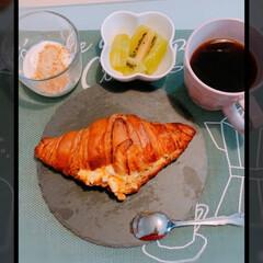 クロワッサンサンド/パイシュー/不二家/令和元年フォト投稿キャンペーン/令和の一枚/フォロー大歓迎/... 朝食とおやつ〜🎶  朝食 コストコのクロ…