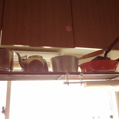 鍋好き/鍋は〇〇に収納/鍋の定位置/鍋の居場所/鍋収納 わが家の鍋収納はつり棚。賃貸住宅でもとも…