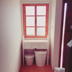 ミルクペイント/二重窓/レクポスト/パタパタ扉/IKEA/100均/... 玄関脇の窓二重窓にしました。開けれる様に…