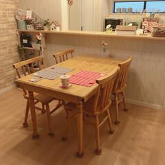 カフェ風キッチン/カフェ風インテリア/カフェ風/ナチュラルカントリー/フレンチカントリー/ダイニングテーブル/... リビングから見たキッチン🎵 引っ越し前に…