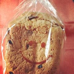 美味しい/レーズンくるみパン/プレゼント/クルミ/レーズン/手作りパン/... お友達が焼いてくれた手作りレーズンくるみ…