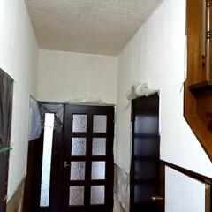漆喰/珪藻土/壁/なんちゃって/DIY/住まい DIY‼️玄関の廊下半分塗りましたが、明…