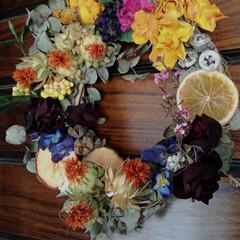 ドライフラワー/フラワーリース 薔薇と紅花を主役のフラワーリースを作りま…