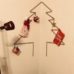 クリスマスツリー/オーナメント/マスキングテープ/楽チン マステでクリスマスツリーを壁に作って、場…
