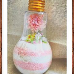 電球/カラーサンド/砂/造花/花/オシャレ/... 100均のものだけで作れます🙆♀️❤️…