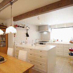 家具調キッチン 独立していた洋室をキッチンに変えて、リビ…