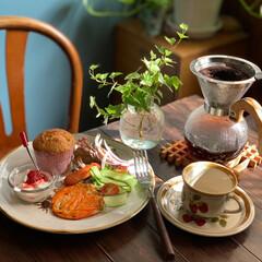 朝ごパン/朝食/おうちカフェごはん/レトロ食器/フォロー大歓迎/至福のひととき/...  今朝の朝ごパン  バナナブレッド ウイ…