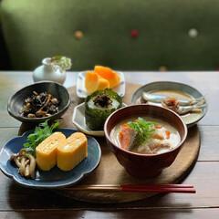 おにぎり/シソの実/和食/朝ごはん/おうちごはん 2020.10.7 水曜日 今日の朝ご…
