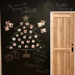 クリスマスツリー/クリスマス/黒板壁/黒板アート/黒板塗装/家族写真 我が家のダイニングにある黒板壁にクリスマ…
