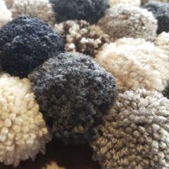 手編み/座布団/ポンポンメーカー/雑貨/ハンドメイド/100均/... 余り毛糸で、ポンポン座布団作りました。 …(3枚目)