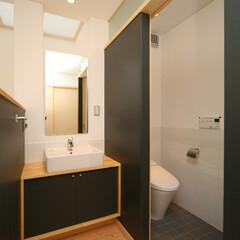 子供の手洗/手洗コーナー リビングのある2階の廊下の一角にトイレと…