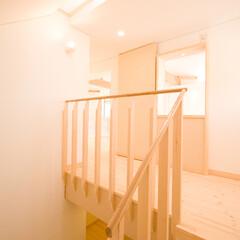 明るい/スカイライト/階段室 階段部分は、ガラス瓦を通して天井から光が…