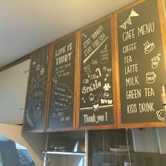 団地カフェ/カフェ風/黒板DIY/手描きDIY/キッチン吊り戸棚/扉リメイク キッチンの吊り戸棚の扉を ベニヤ板で黒板…