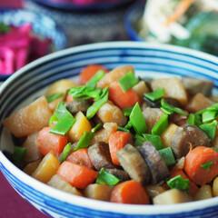 作り置き/常備菜/煮もの/野菜/料理研究家/和食/... 根菜の煮ものです♡ 人参、ゴボウ、大根、…