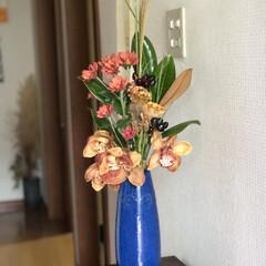 花のある暮らし/秋色/インテリア/ススキ/ケイトウ/シンビジウム/... お花生け替え…とにかく秋です😊 お店で確…