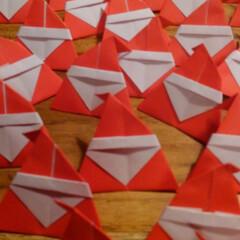 クリスマス/サンタ/折り紙 明日のイベントのくじ引きをサンタの形のく…
