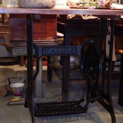 アンティーク/レトロ/ミシン台/脚/作業台/カフェテーブル/... レトロなミシン台の脚をリメイクしました。