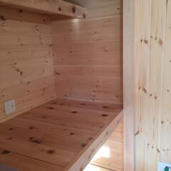 地下室/棚/収納/クローゼット/リフォーム/新築/... 節付の羽目板を使い押入収納を造作。 普通…