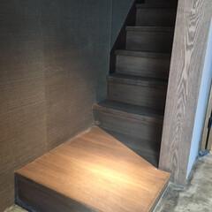 階段/タモ/薄ベニ 浅草の店舗の階段  蹴込は薄いベニヤを貼…