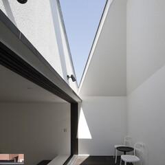 建築/住まい/OUCHI-25/シンプル住宅/建築家と作った家/建築家と作る家/... インナーバルコニーの上部は開放されています
