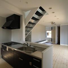 建築/住まい/建築デザイン/シンプル住宅/注文住宅 キッチンからリビング一望 OUCHI-2…