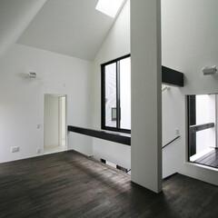 建築/住まい/建築デザイン/シンプル住宅/注文住宅 2階のリビング二は小さなインナーバルコニ…(1枚目)